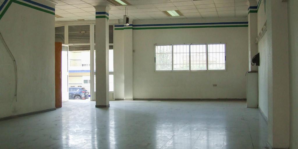 Local comercial en planta baja en El Esparragal