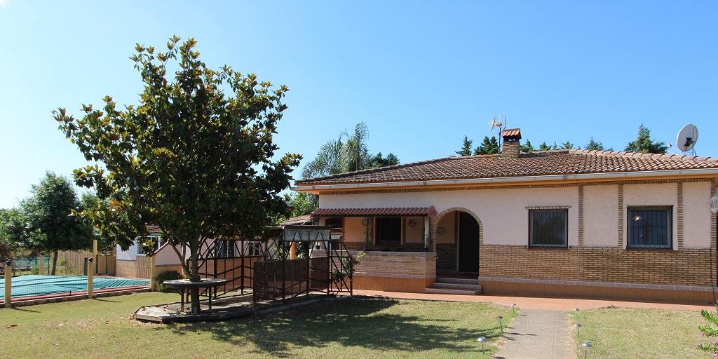 Chalet y casa de invitados en El Rincon