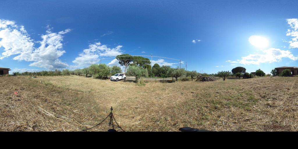 Villa da Rifinire con 1 ettaro di terreno