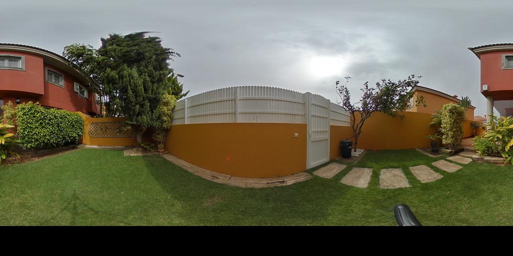chalet con jardín en costa de Telde