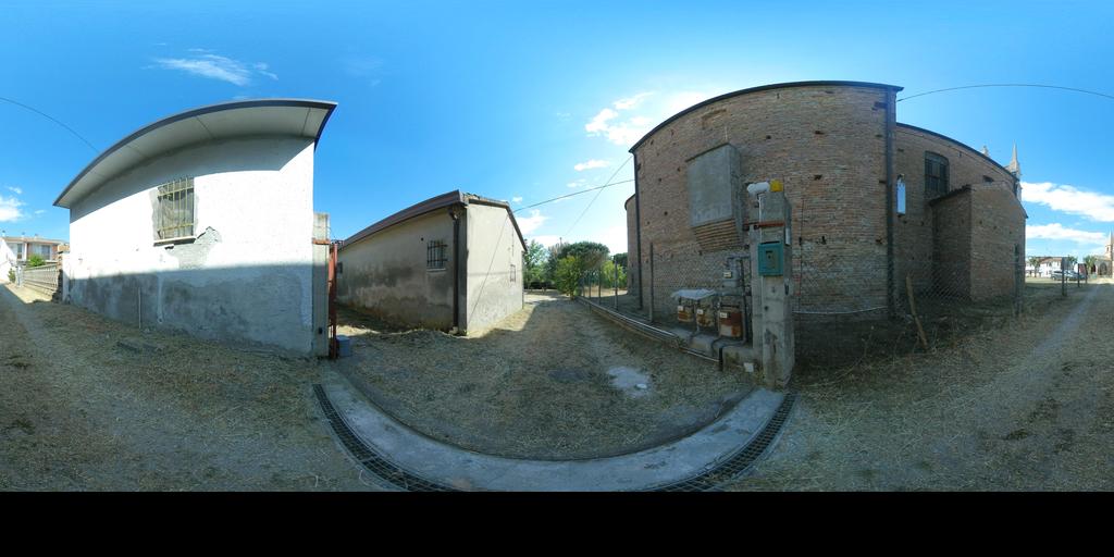 Villetta con giardino e bassocomodo